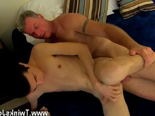 Pakissunburni young homos penis movies Daddy Brett obliges of course