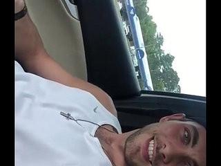 Loirinho punheta no carro Gayrotos